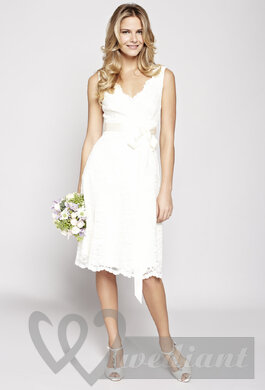 Short wedding dress (skirt reaches below kness level)