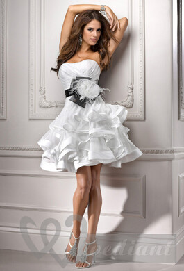 Short bridal dress with wedding belt