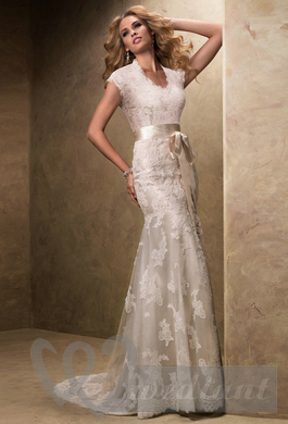 Wedding dress in the style of Provence with wedding belt