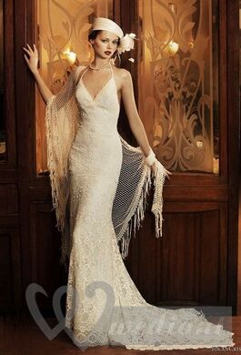 Using of lacy shawl in sthe wedding style of 1920s