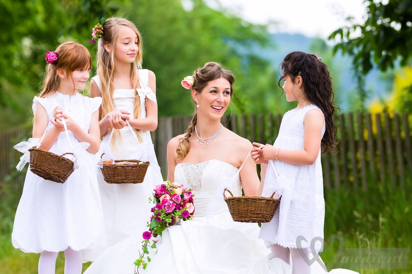 How to make you an exciting and comfortable wedding celebration for children and their parents?