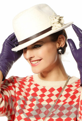 Using of hat in style making
