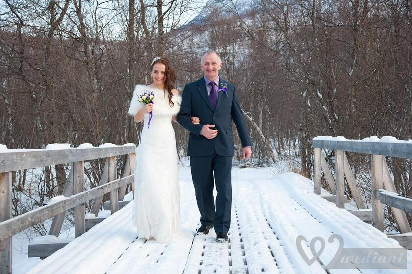 Warmed wedding dress is the best choice for each bride in the winter season