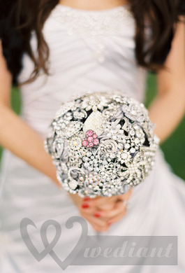 Wedding bouquet in a view of brooch